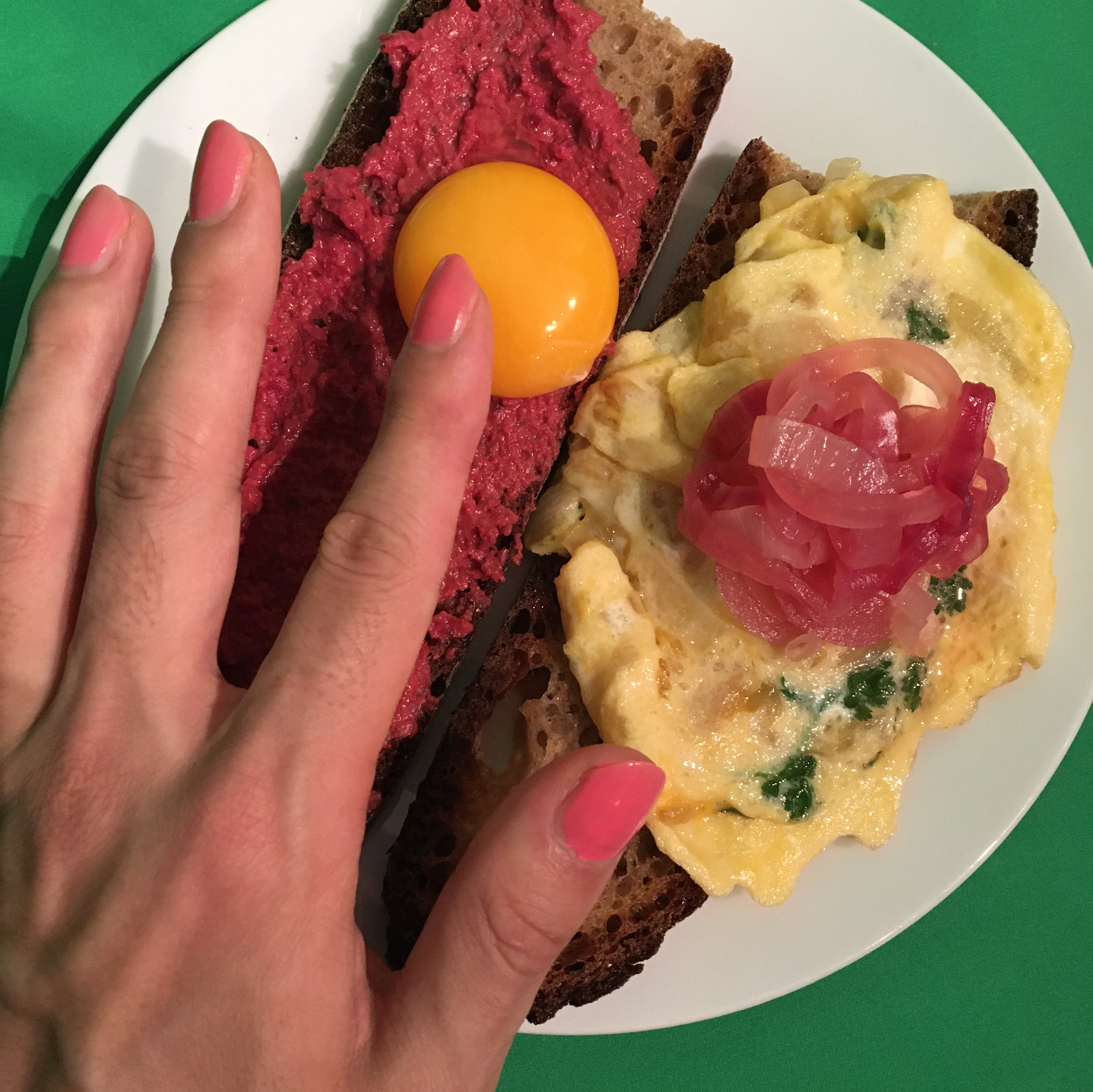 Bread with beets and eggs